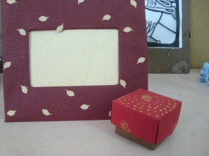 Maroon & beige paper and cardboard Photo frame
